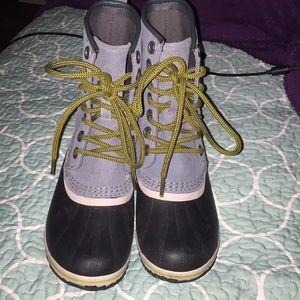 Woman's SOREL WATERPROOF by Columbia boots 6.5